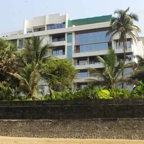 akshay kumar's plush in juhu