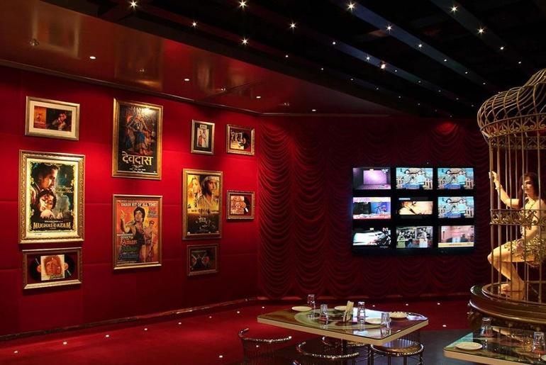 movie themed interior design
